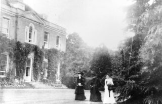 Mrs Humphry Ward at Stocks House, Aldbury | The Dacorum Heritage Trust