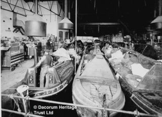 'Kate' with others unloading at south end of the canal about 1930 | Dacorum Heritage Trust Ltd