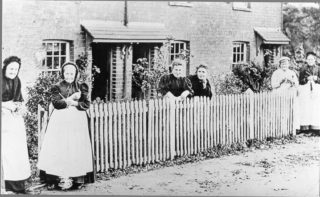 Straw plaiters at Wigginton in 1897 | The Dacorum Heritage Trust