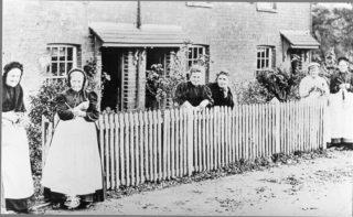 Straw plaiters at Wigginton in 1897 | The Dacorum Heritage Trust