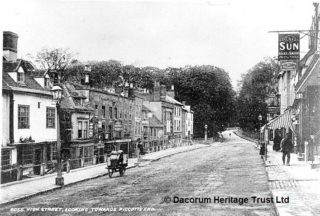 High Street looking towards Piccotts End, circa 1910   Dacorum Heritage Trust