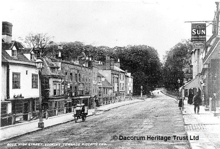 Hight street looking towards Piccots End in black and white - 1910   Dacorum Heritage Trust