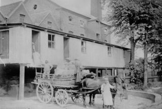 Flour deliveries leaving Toovey's Mill in 1900.  In 1913, Foden steam lorries were replaced with wagons and horses | The Dacorum Heritage Trust Ltd
