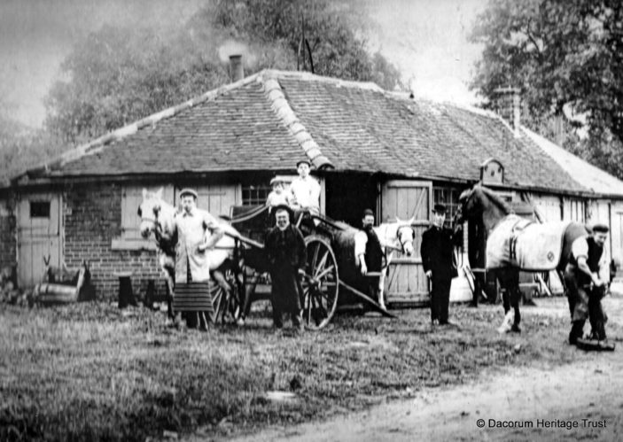 Do you know where this was old photograph was captured? | DHT