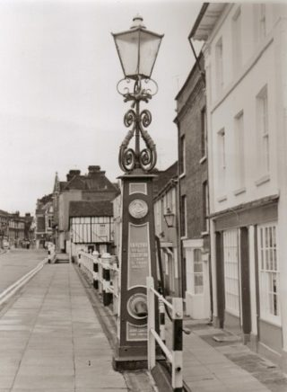 The gas lamp in High Street | Joan Hands