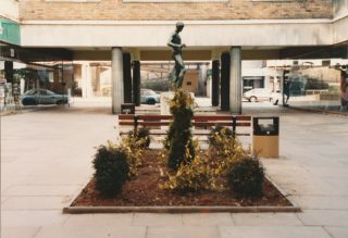The statue in Bank Court   Ray Swan