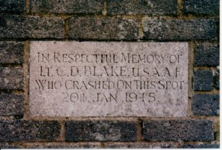 Plaque to Lt. Blake in Nash Mills, Hemel Hempstead   Photo - Anni Berman