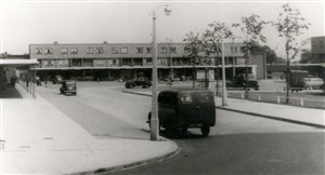 Queen's Square, Adeyfield, Hemel Hempstead | Copyright: Frith