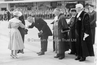 The Queen's visit to Hemel Hempstead in 1952 | Hemel Hempstead Local History and Museum Society cared for by the Dacorum Heritage Trust Ltd
