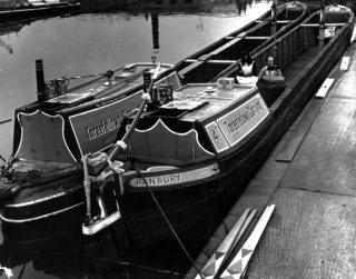 Threefellows Carrying narrowboats | Hemel Hempstead Library Collection