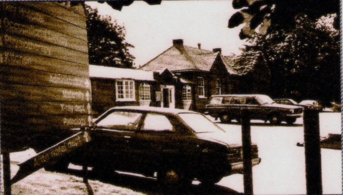 Administration Block in background 1985 | Alice Burgar